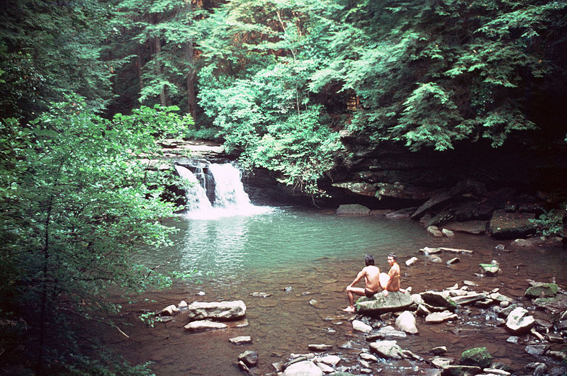 800px-Blue_Hole,_Tracy_City,_Tennessee